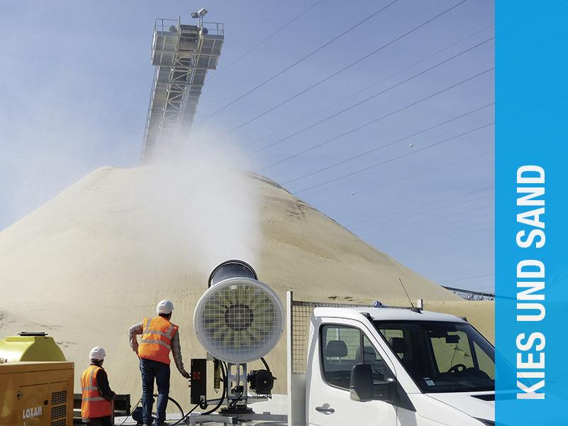 AQUACO Staubbindemaschine im Bereich Kies und Sand